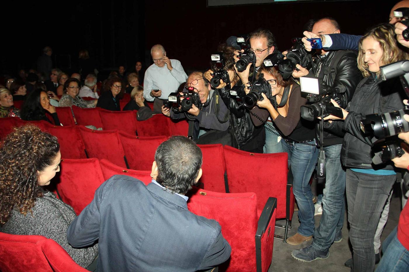 Carlo Conti a teatro con la moglie05