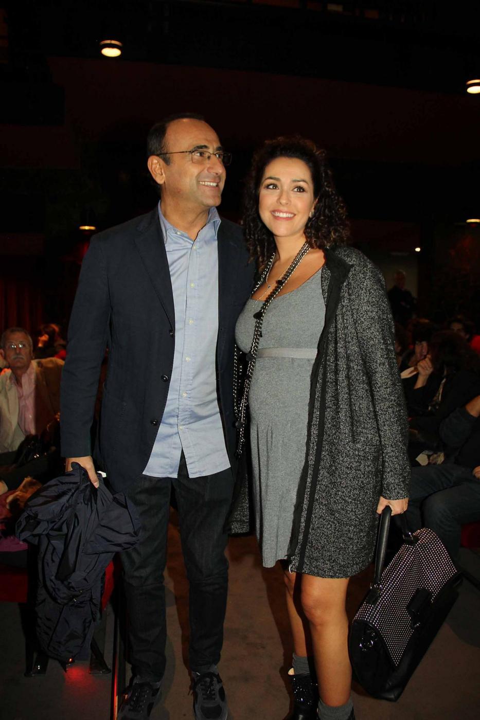 Carlo Conti a teatro con la moglie07
