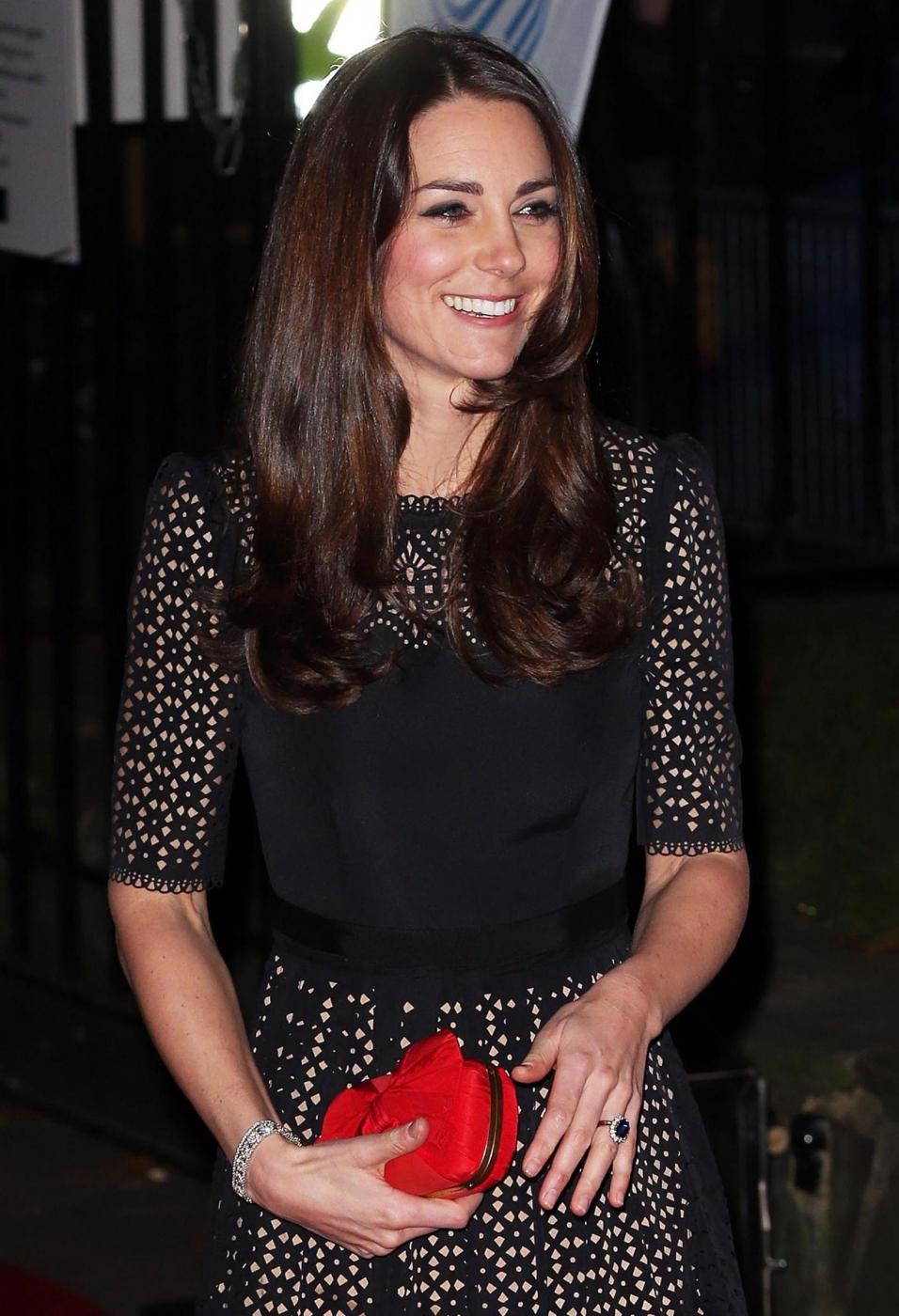 Kate Middleton incontra gli atleti al London SportsBall 04
