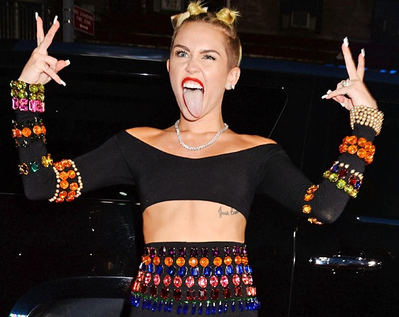 Miley_Cyrus_personaggio_dell'_anno_in_testa_sondaggi_della_rivista_Time