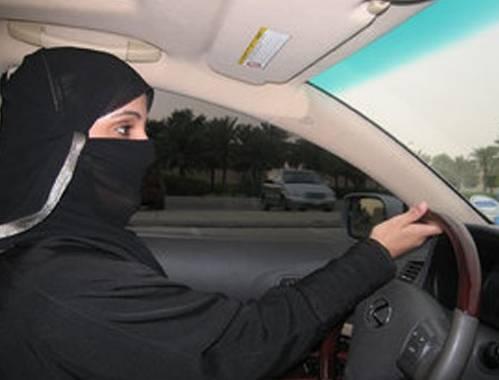 Donna arrestata: guidava automobile. La discriminazione di genere in Arabia