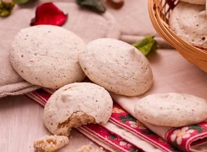 Ricette di dolci: biscotti leggeri con noci e nocciole