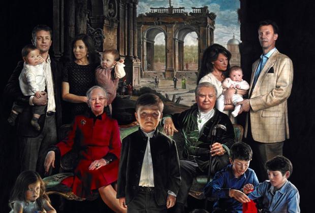 """Ritratto dei reali di Danimarca bocciato in Rete: """"Sembrano la Famiglia Addams"""""""