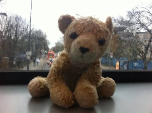 Bambina perde peluche sul treno: ritrovato grazie a Twitter