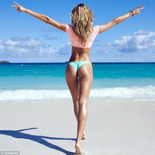 Candice Swanepoel, foto private dai Caraibi su Instagram 02
