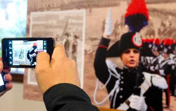 Carabinieri, il Calendario 2014 che celebra i 200 anni dell'Arma02