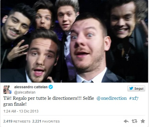 Alessandro Cattelan scatta selfie One Direction