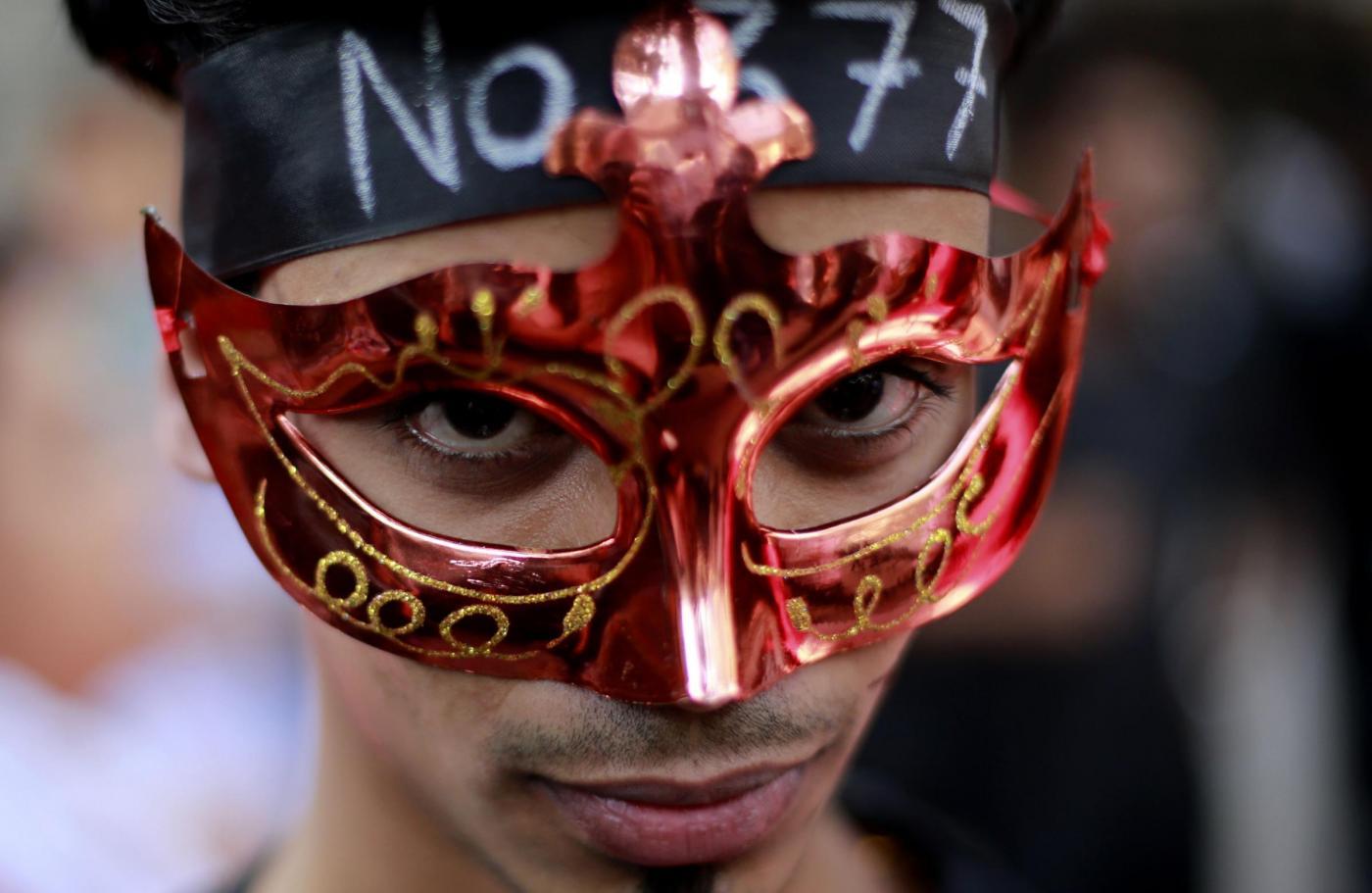 """""""Depenalizziamo l'omosessualità"""". In migliaia sfilano in tutta l'India 10"""