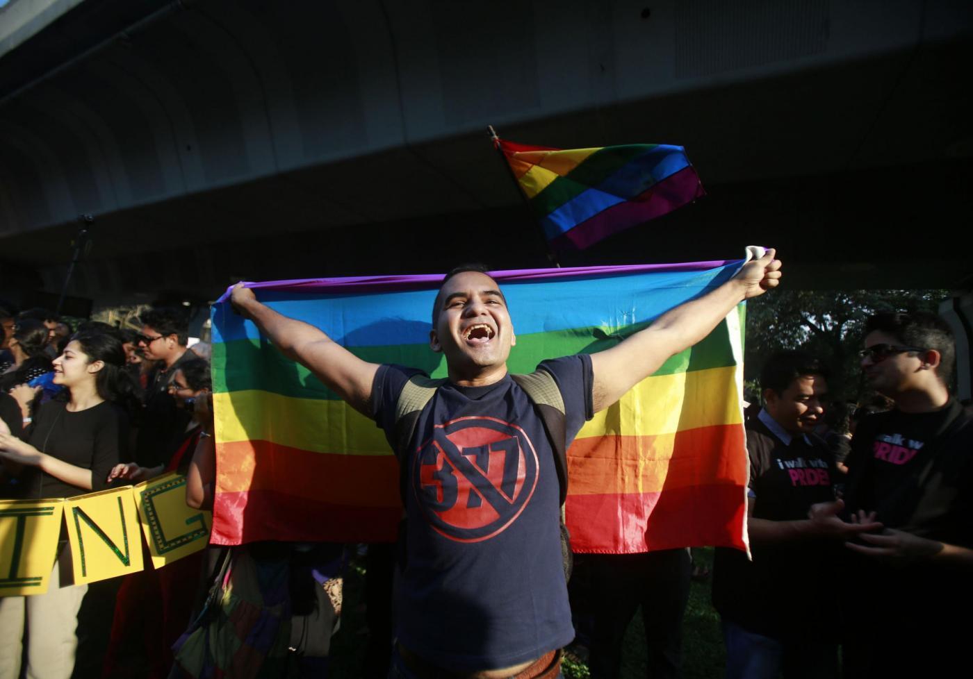 """""""Depenalizziamo l'omosessualità"""". In migliaia sfilano in tutta l'India 01"""