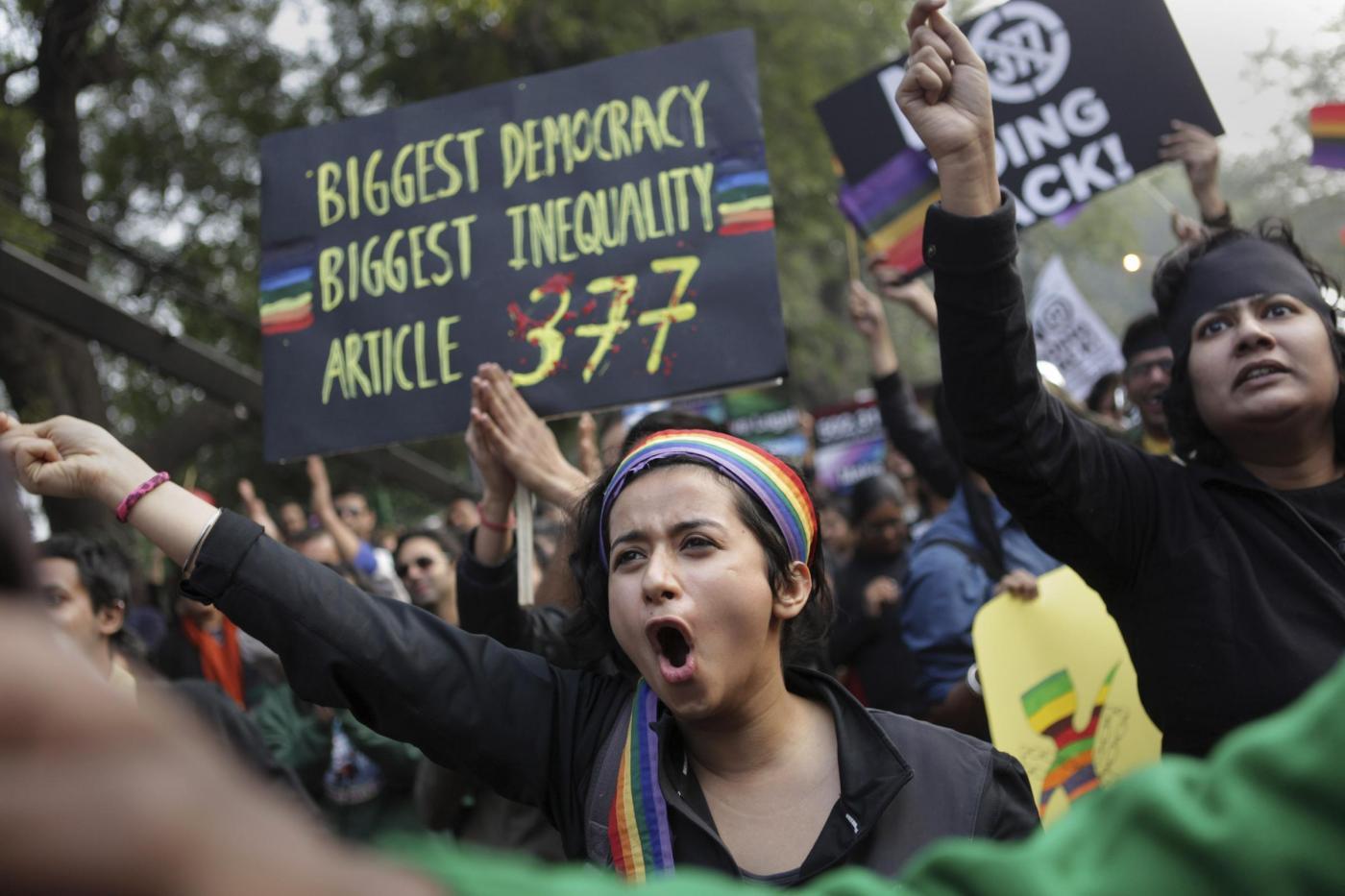 """""""Depenalizziamo l'omosessualità"""". In migliaia sfilano in tutta l'India 09"""