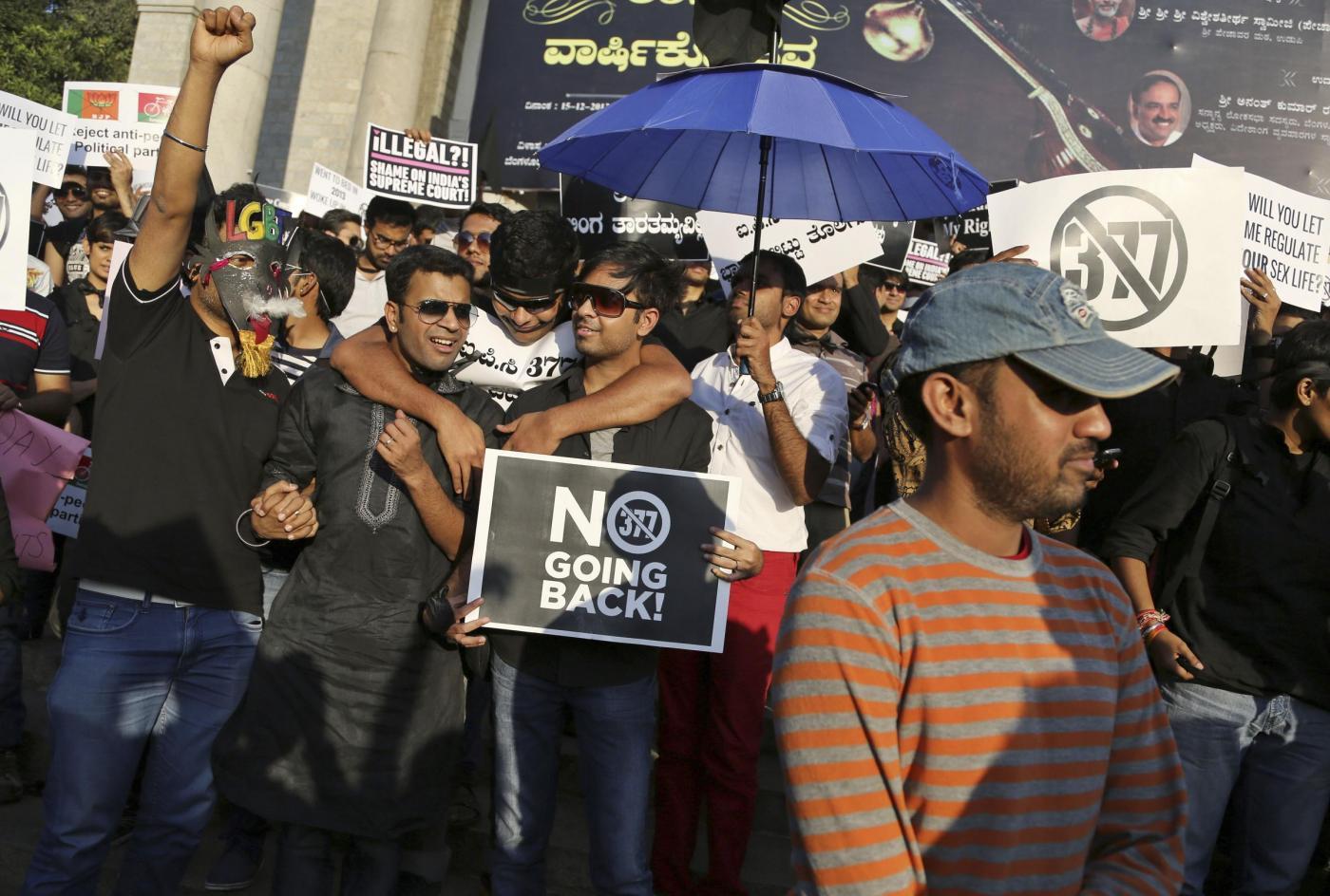 """""""Depenalizziamo l'omosessualità"""". In migliaia sfilano in tutta l'India 08"""
