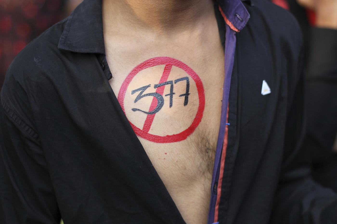 """""""Depenalizziamo l'omosessualità"""". In migliaia sfilano in tutta l'India 04"""