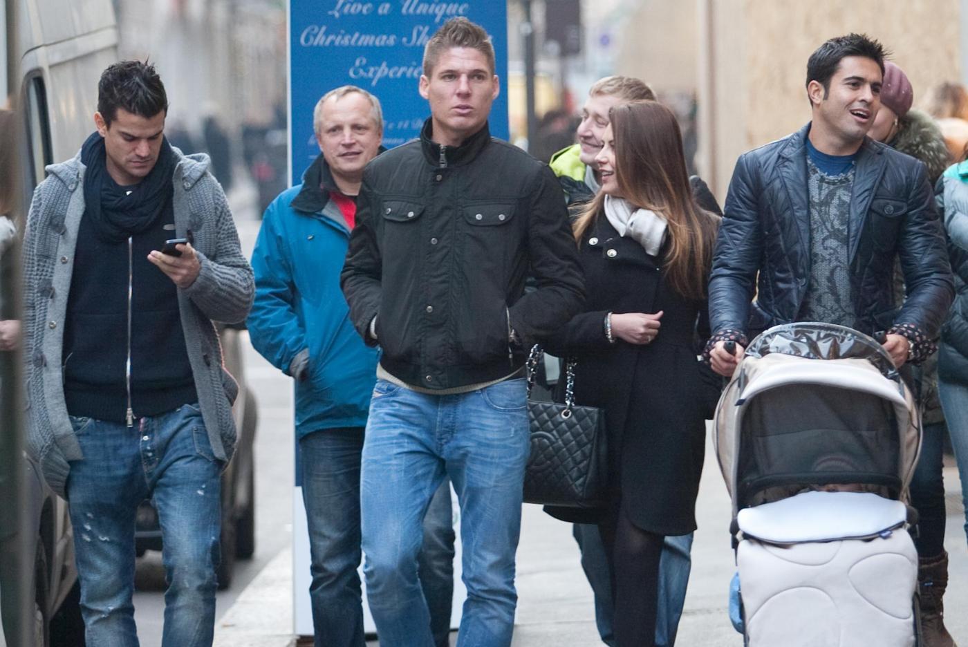 Eder Martins shopping in via Montenapoleone con la famiglia02
