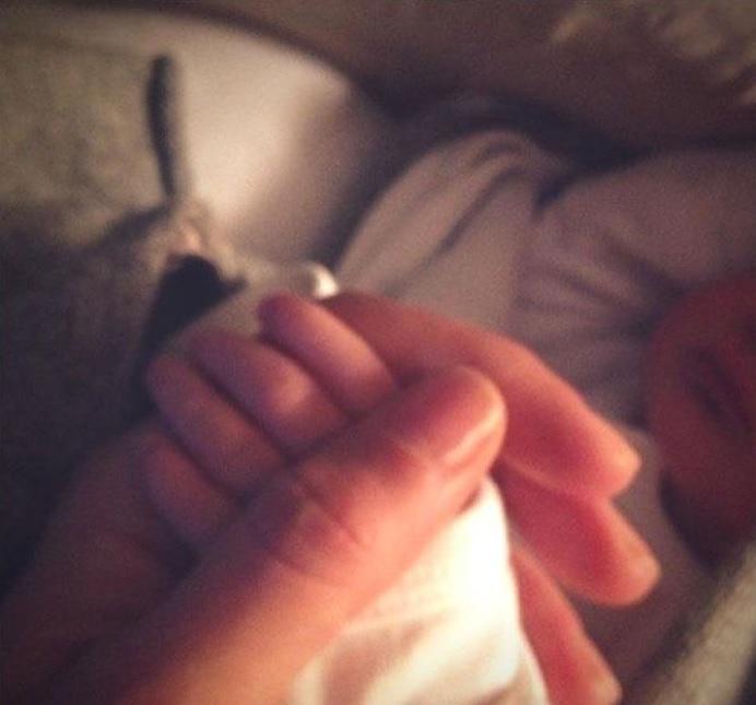 Gisele Bundchen unghie, capelli e trucco mentre allatta 02