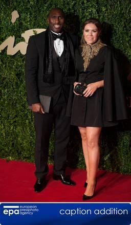 Il calciatore inglese Sol Campbell e la moglie Fiona Barrett (Ansa)