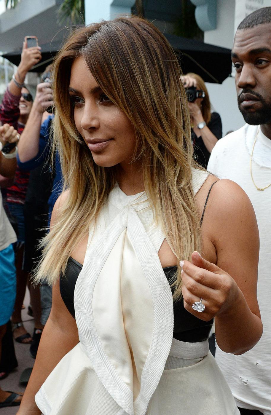 Kim Kardashian e Kanye West, shopping a Miami il giorno del black friday04