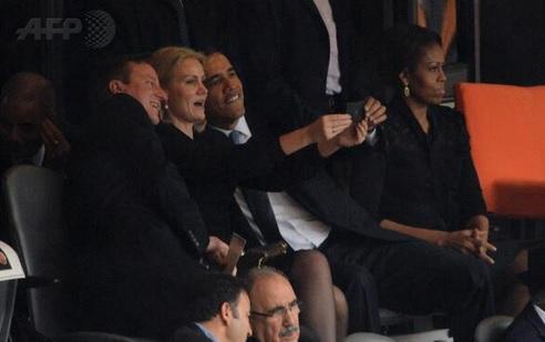 Barack Obama scatta foto con la premier danese: Michelle è gelosa