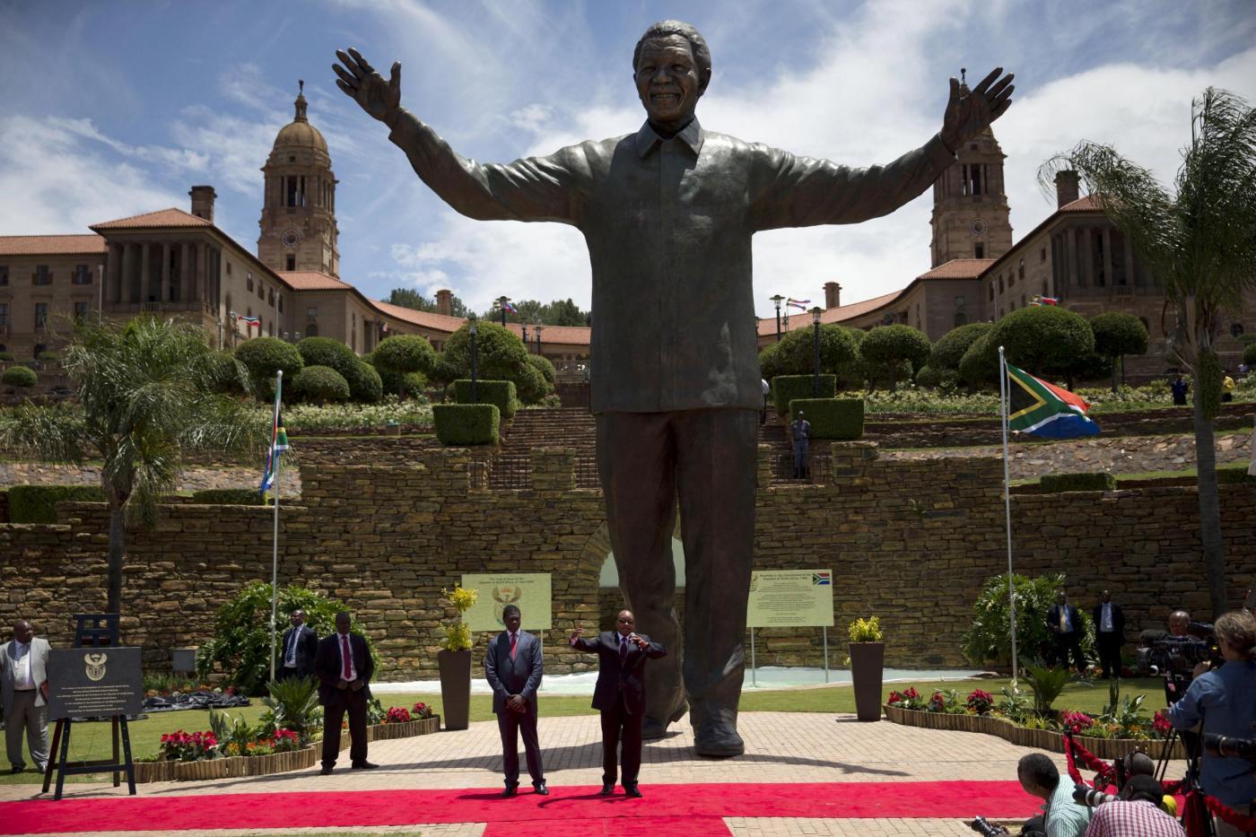 Nelson Mandela, enorme statua in suo onore a Pretoria05