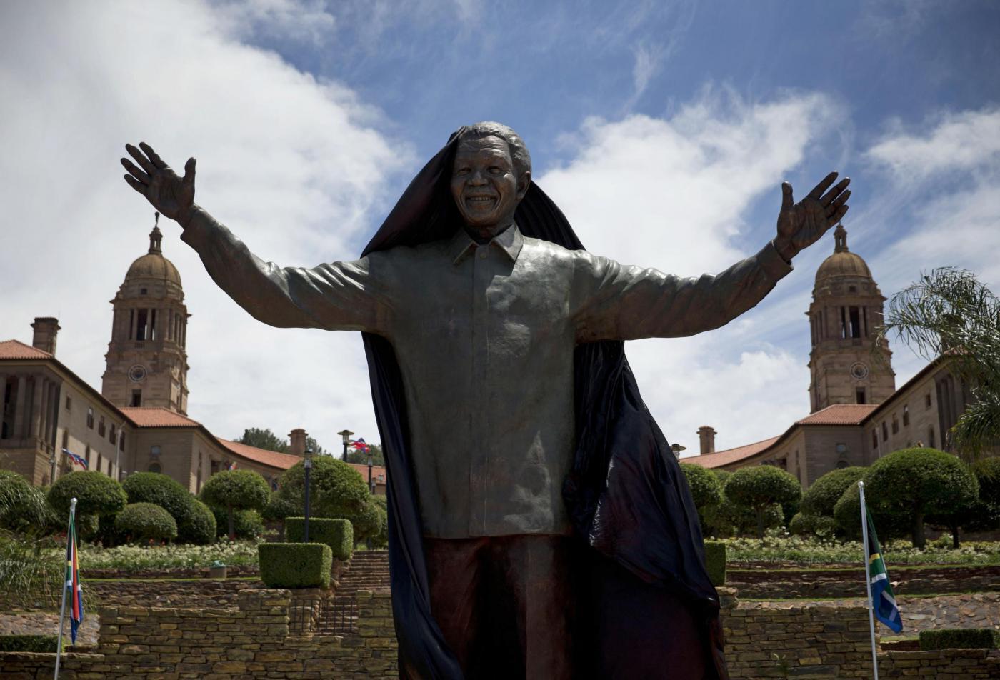 Nelson Mandela, enorme statua in suo onore a Pretoria04