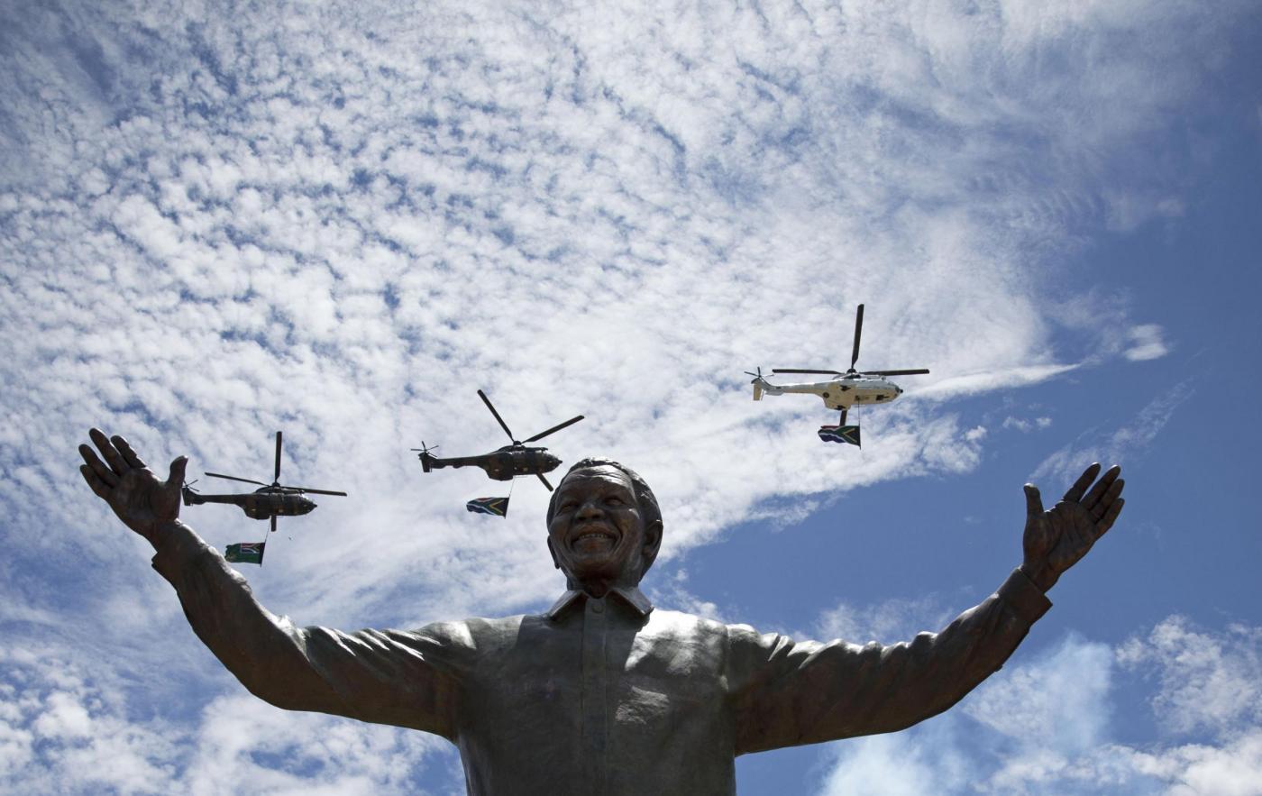 Nelson Mandela, enorme statua in suo onore a Pretoria03