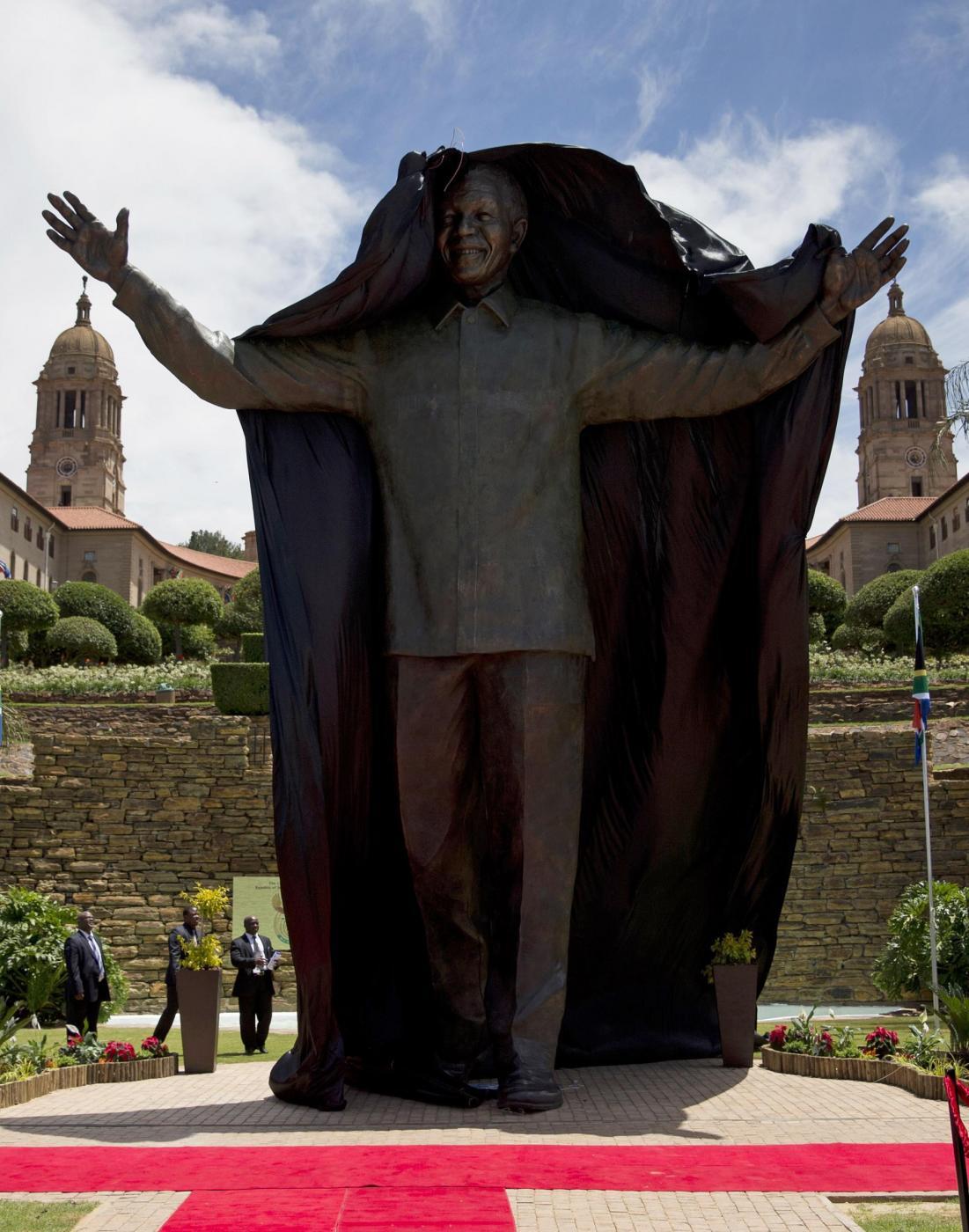 Nelson Mandela, enorme statua in suo onore a Pretoria02