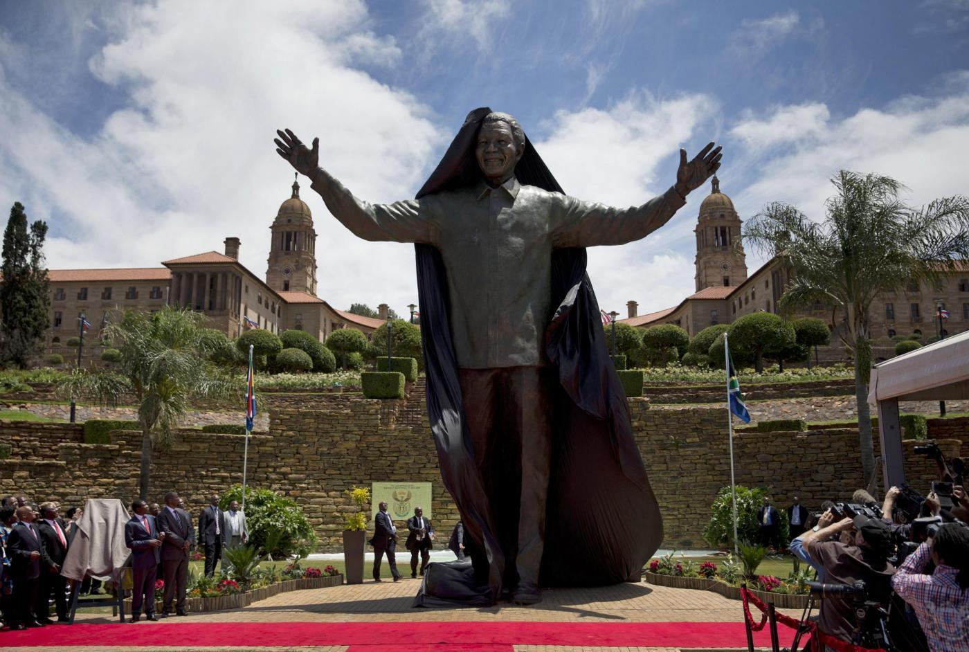 Nelson Mandela, enorme statua in suo onore a Pretoria01