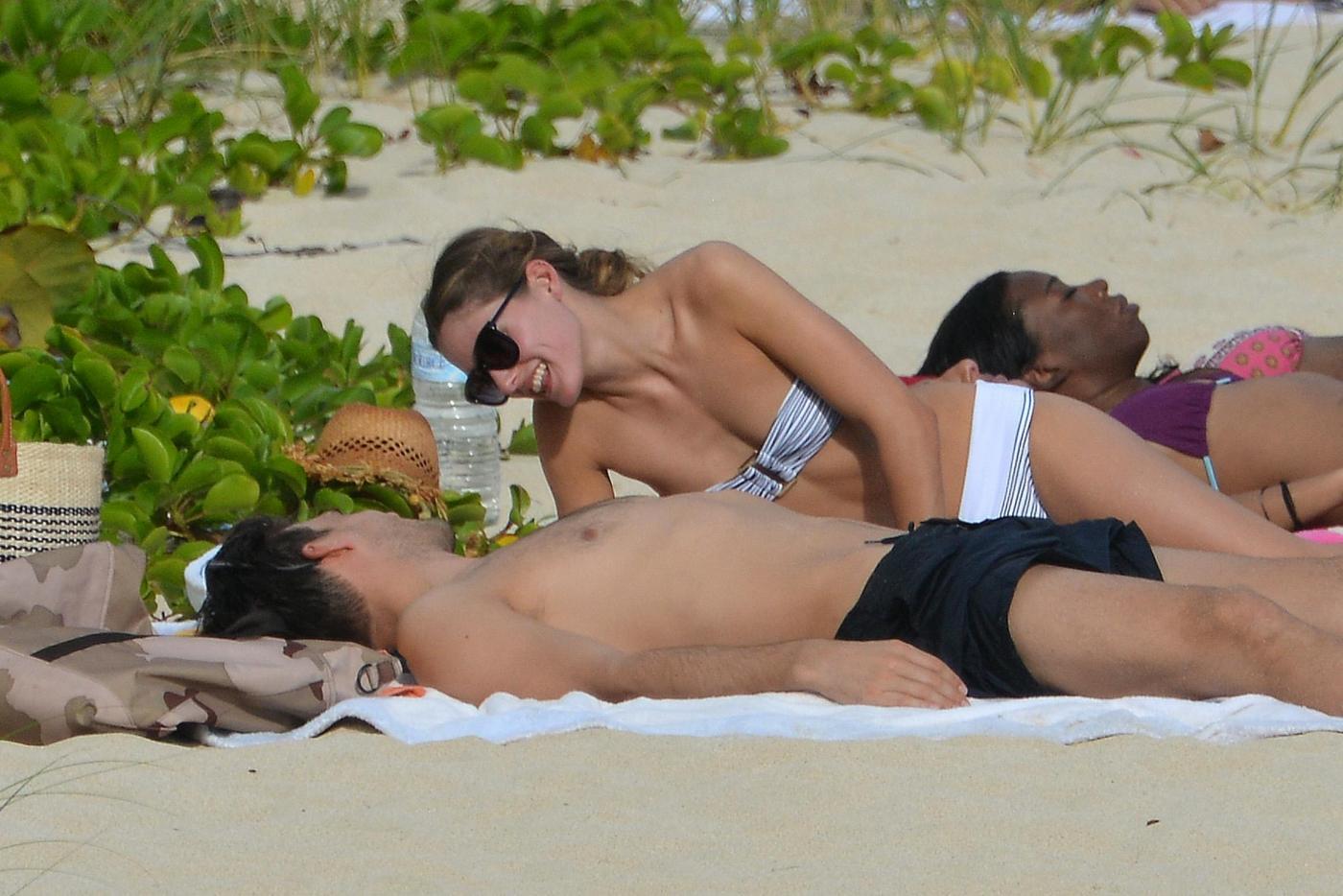 Olivia Palermo e Johannes Huebl, coppia glamour ai Caraibi04