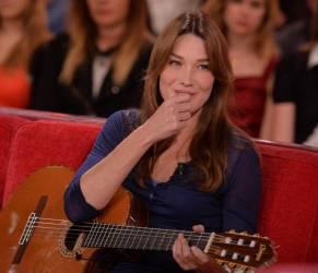 """Carla Bruni, in arrivo a ottobre nuovo album: """"French Touch"""""""