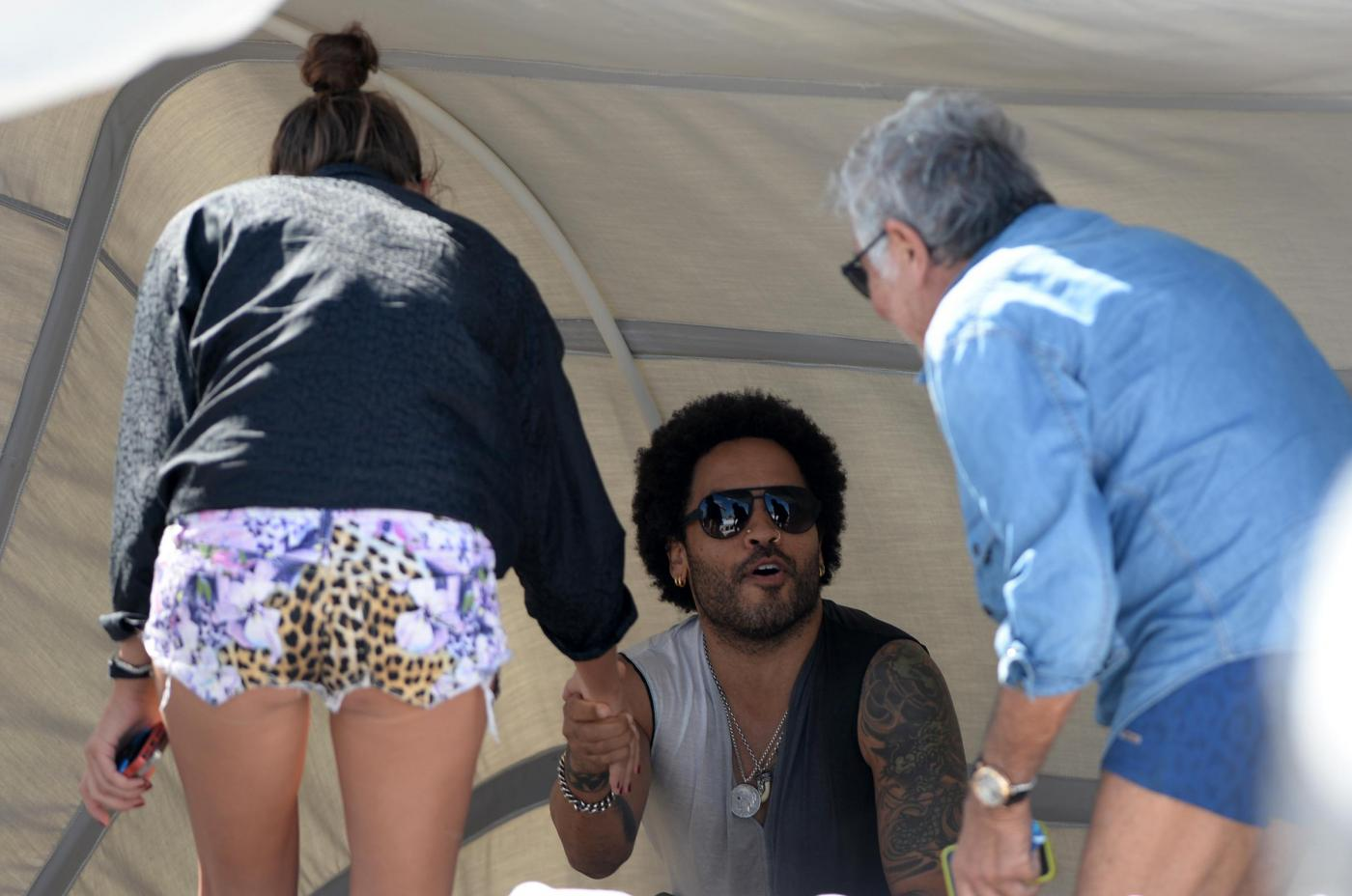 Roberto Cavalli in spiaggia a Miami con Lina Nilson e Lenny Kravitz04