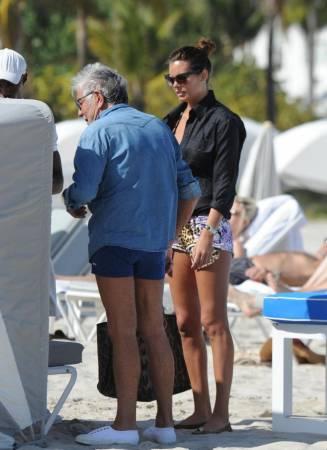 Roberto Cavalli in spiaggia a Miami con Lina Nilson e ...
