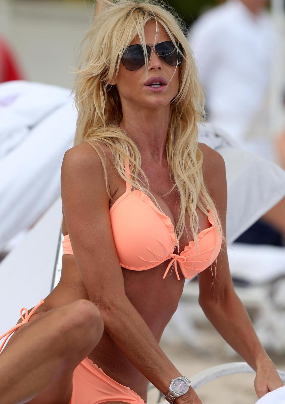 Victoria Silvstedt in vacanza a Miami03