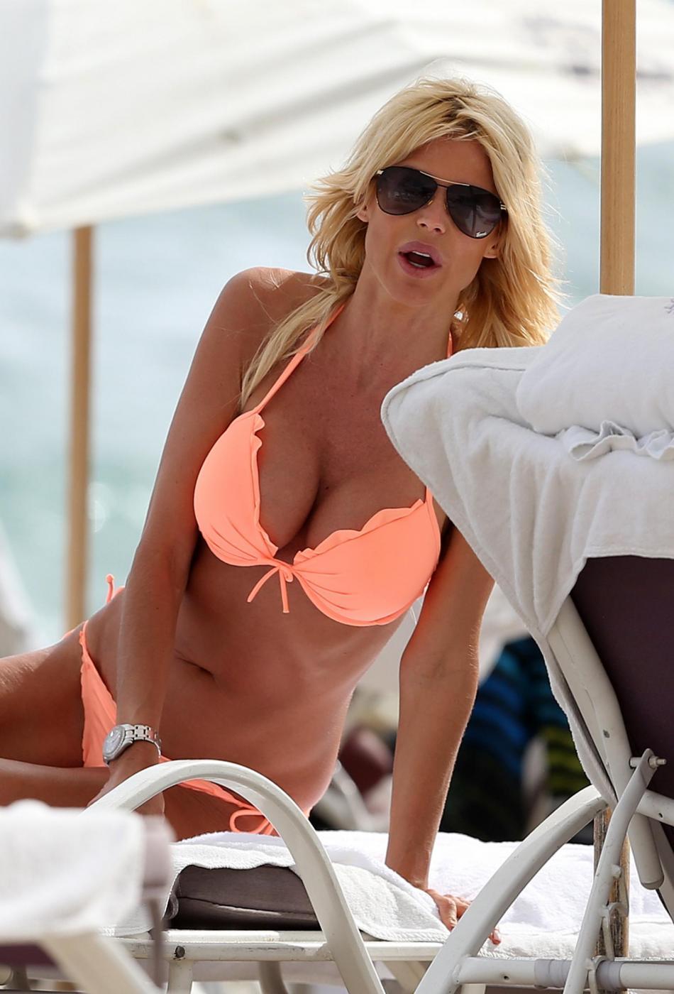 Victoria Silvstedt in vacanza a Miami04