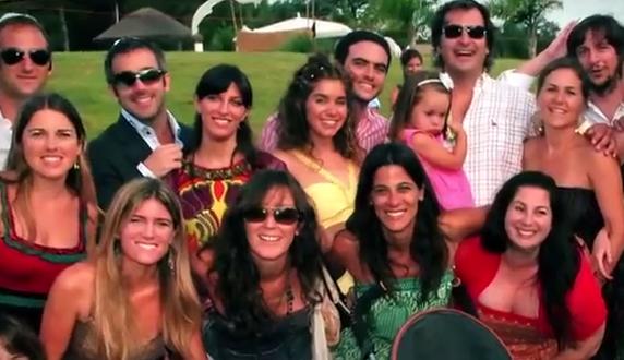 """""""35 anni e single"""": il video che ironizza sulle amiche che si sposano"""