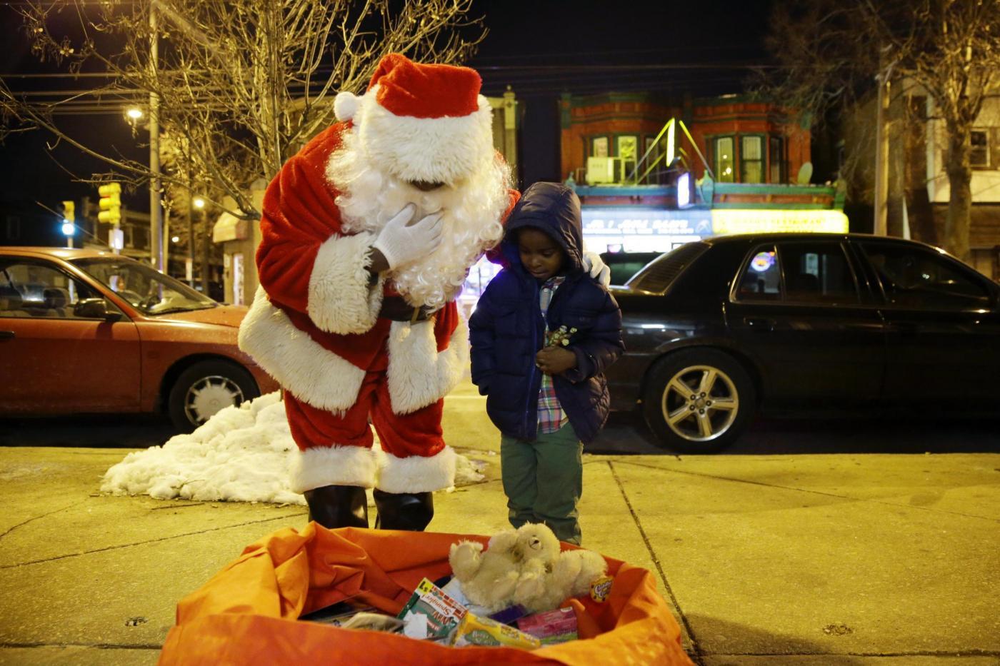 """Usa, il Babbo Natale afro-americano e il """"Tex Mex Claus""""08"""