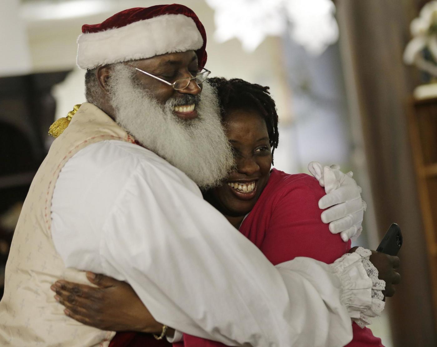 """Usa, il Babbo Natale afro-americano e il """"Tex Mex Claus""""07"""