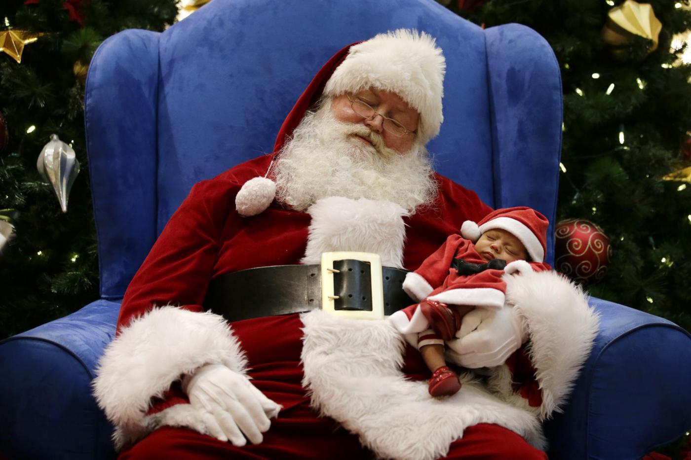 """Usa, il Babbo Natale afro-americano e il """"Tex Mex Claus""""06"""