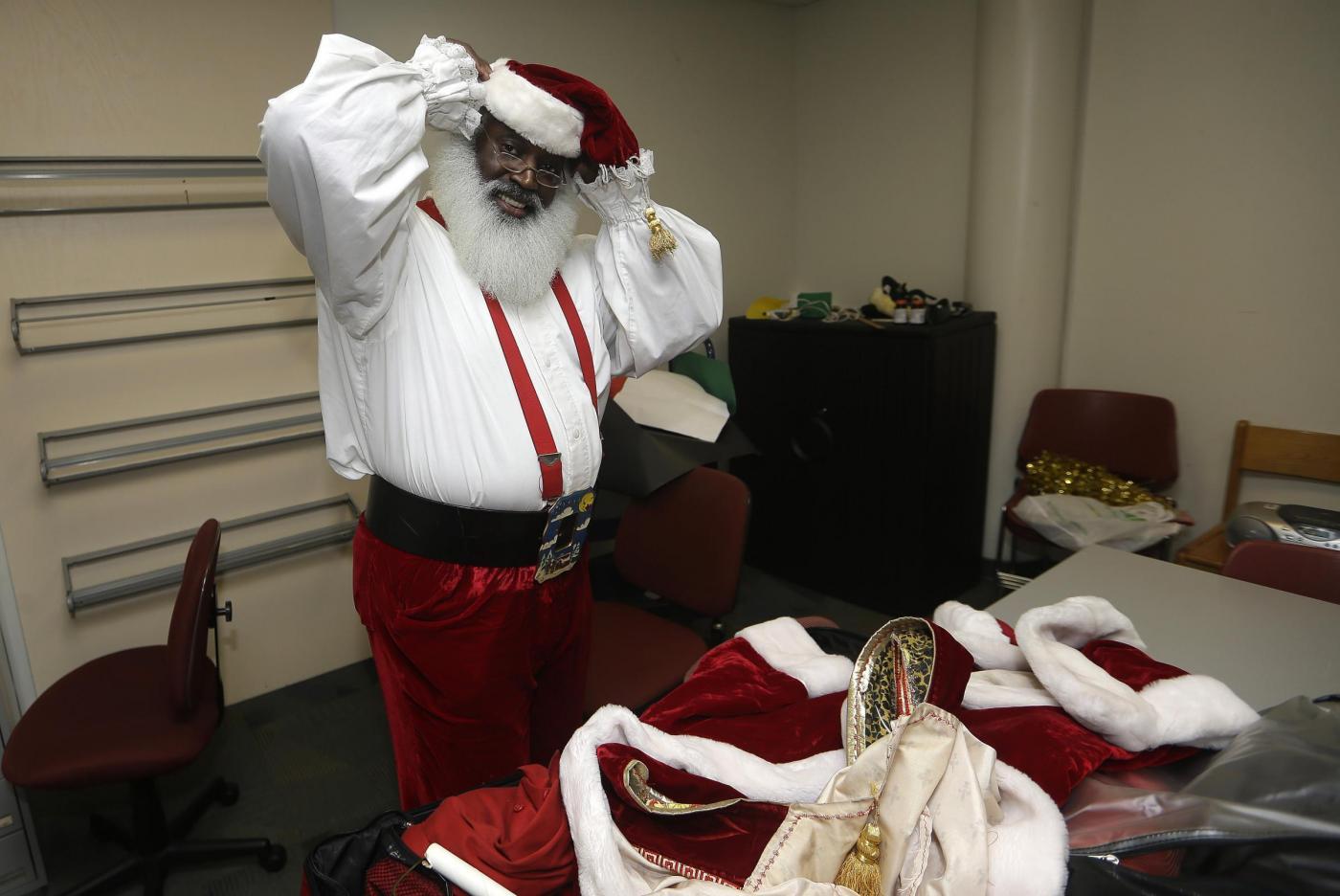 """Usa, il Babbo Natale afro-americano e il """"Tex Mex Claus""""05"""