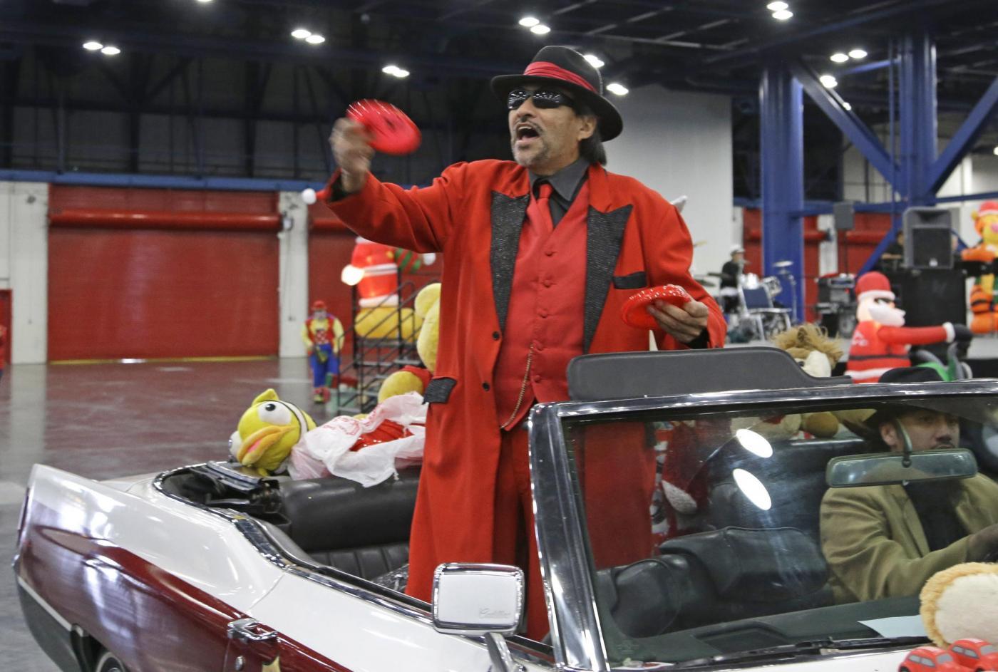 """Usa, il Babbo Natale afro-americano e il """"Tex Mex Claus""""03"""
