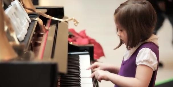 Alla Union Station di Chicago il pianoforte suona da solo