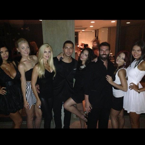 Dan Bilzerian star del poker vive nel lusso circondato da donne 01