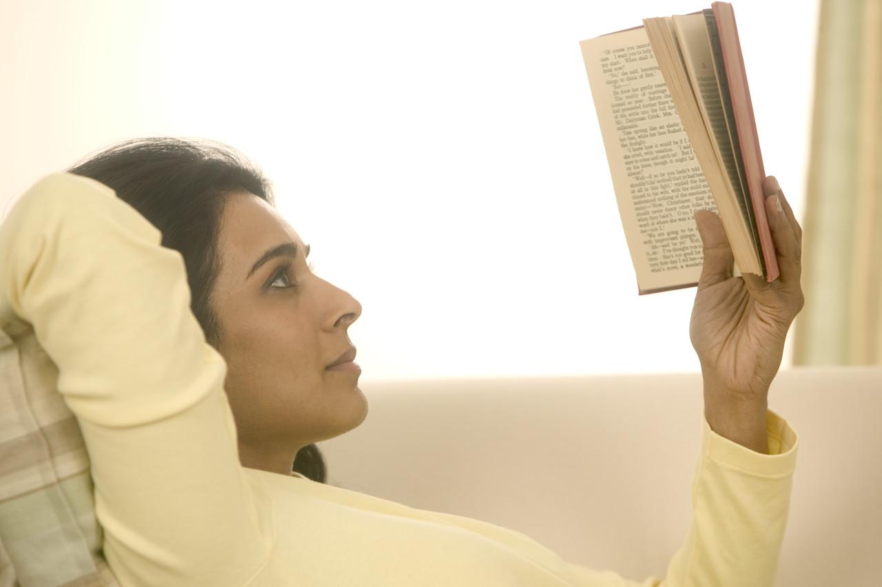 Leggere fa bene: biblioterapia contro ansia e depressione. E non solo