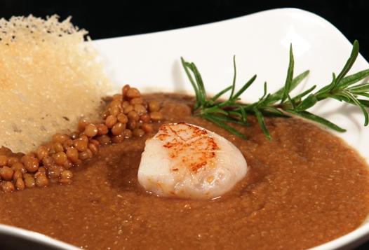 Ricette di pesce: capesante su crema di lenticchie