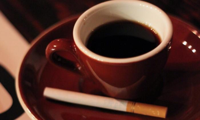 """Caffè e sigaretta: da """"cattiva abitudine"""" a toccasana per il fegato"""