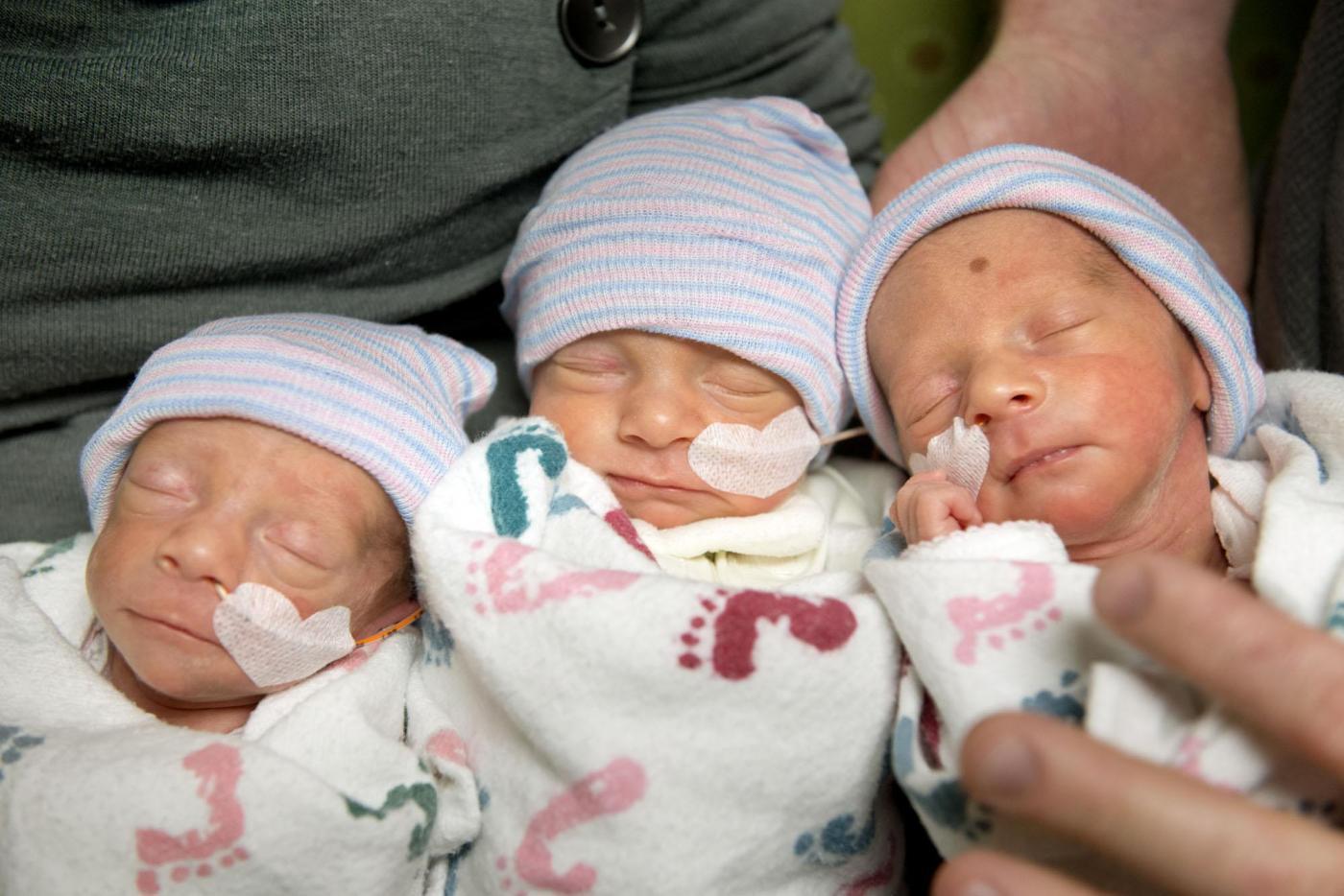 Tre gemelle uguali nascono in California02
