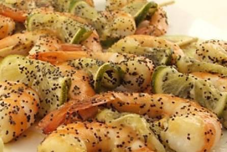 Ricette di pesce: spiedini di mazzancolle con lime e semi di papavero