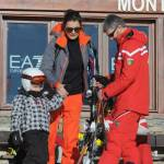 Alena Seredova (single) con i figli a Courmayeur02