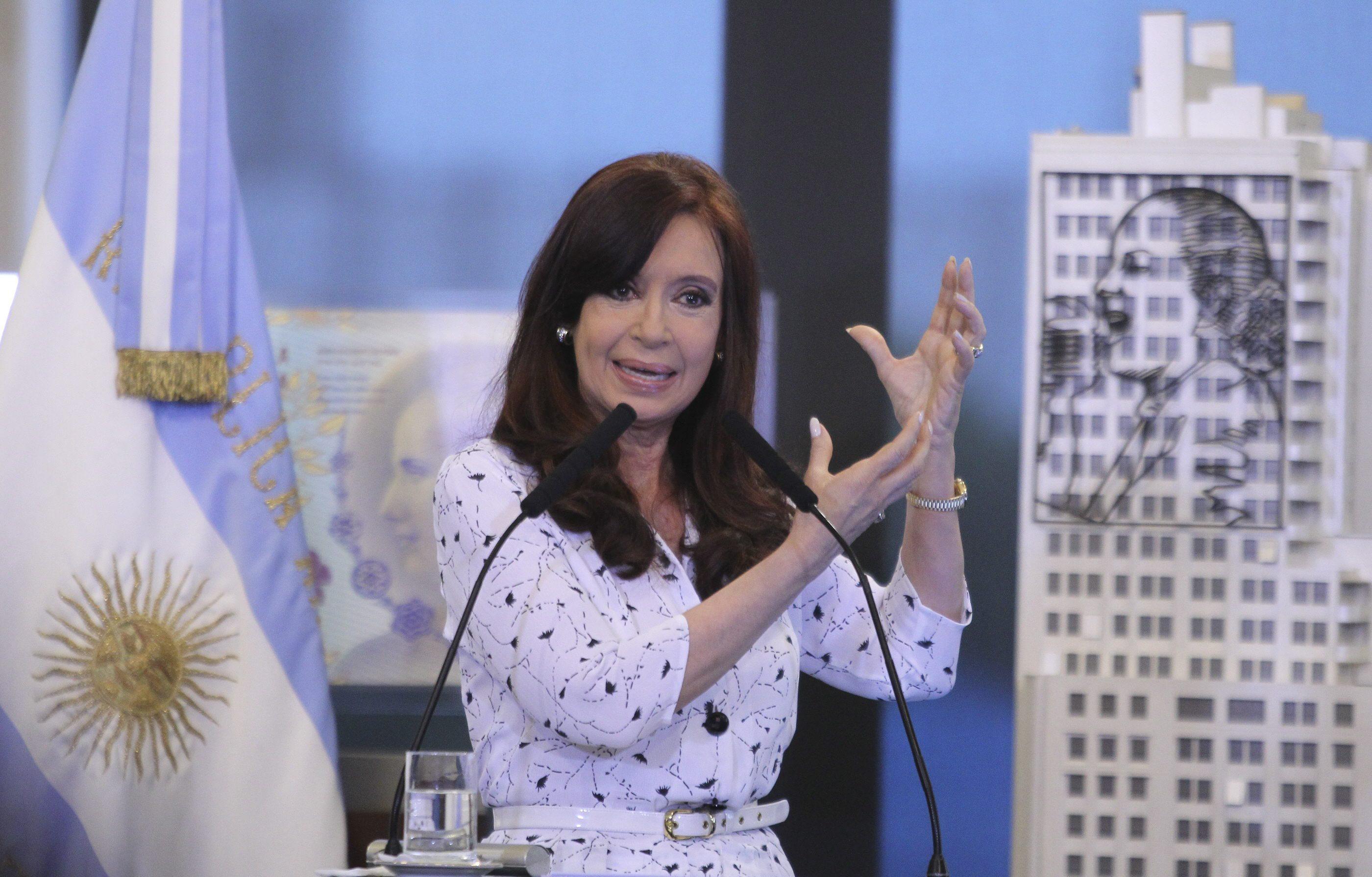 """Argentina, la """"presidenta"""" Kirchner ricompare in pubblico05"""