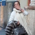 Fiammetta Cicogna e Claudia Galanti, shopping in via Montenapoleone 010