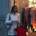 Fiammetta Cicogna e Claudia Galanti, shopping in via Montenapoleone 04