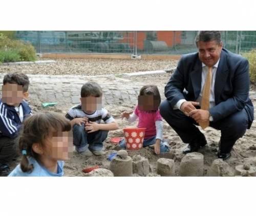 """Sigmar Gabriel, il ministro tedesco che ha detto alla Merkel: """"Oggi sto con i miei bambini"""""""